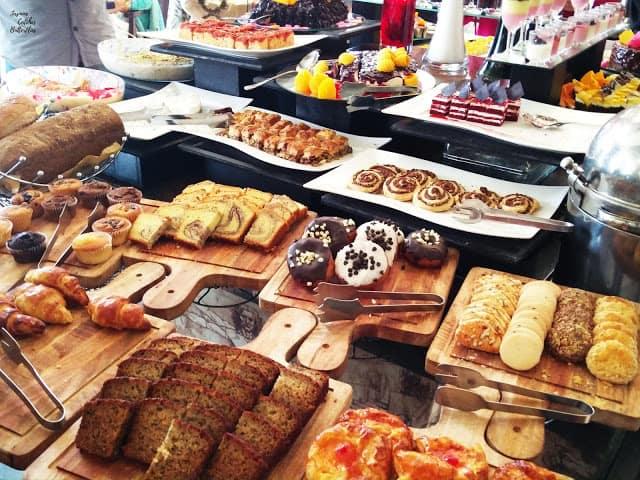 Dessert, Sunday Munch at Avari Towers